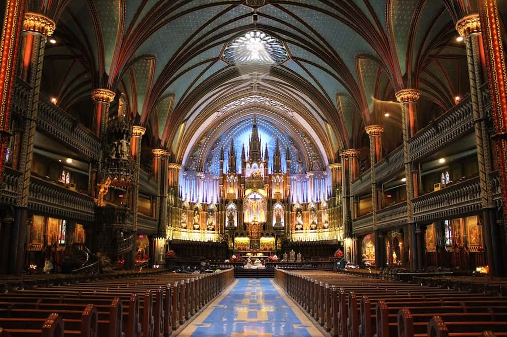 Notre-Dame Basilica. What to do in Montreal with kids.
