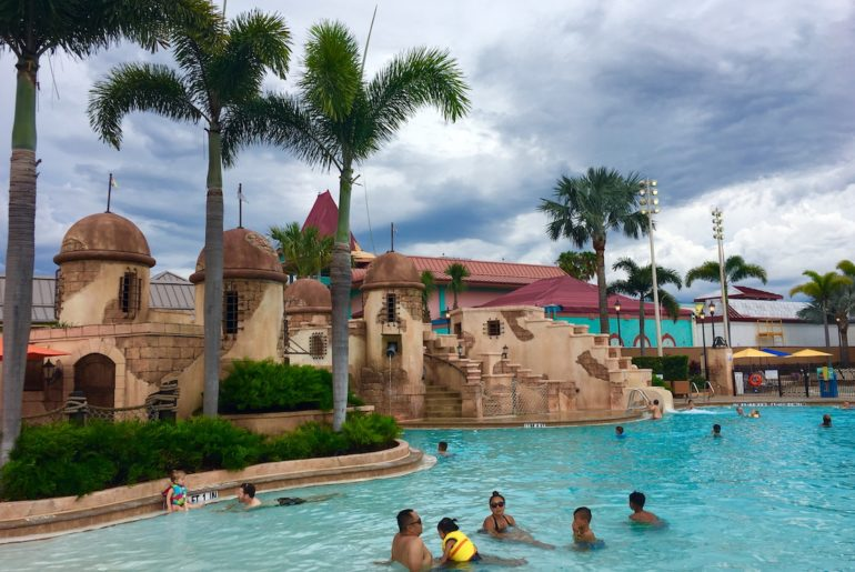 Caribbean Beach Resort of families. Fuentes del Morro Pool