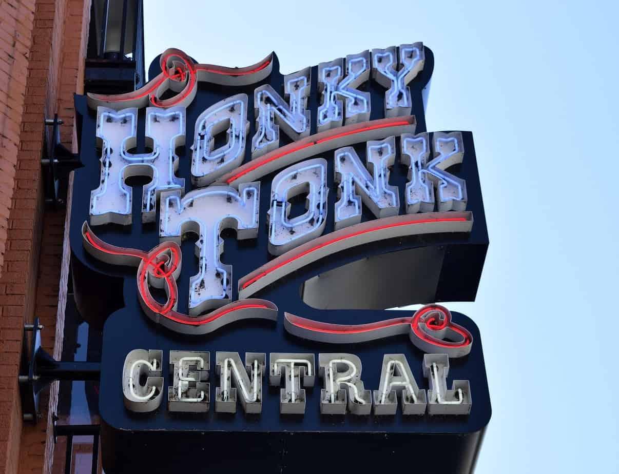 Neon in Nashville